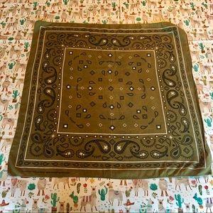 🌵Soft Green Bandana Paisley pattern!